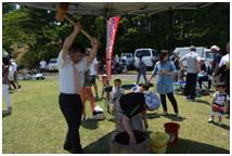 5月26日(日) 「猿倉山フェスティバル」で餅つきのお手伝いを行いました。