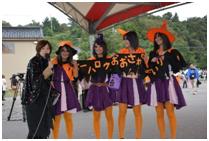 10月27日(日) 「ハッピーハロウィンおおさわの」仮装大会の審査員およびプレゼンターを務めました